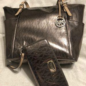 Micheal Kors tote bag and matching wallet